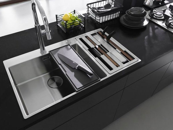 An image of a kitchen worktop with knives