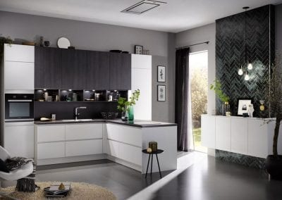 Image of a black and white handleless kitchen design.