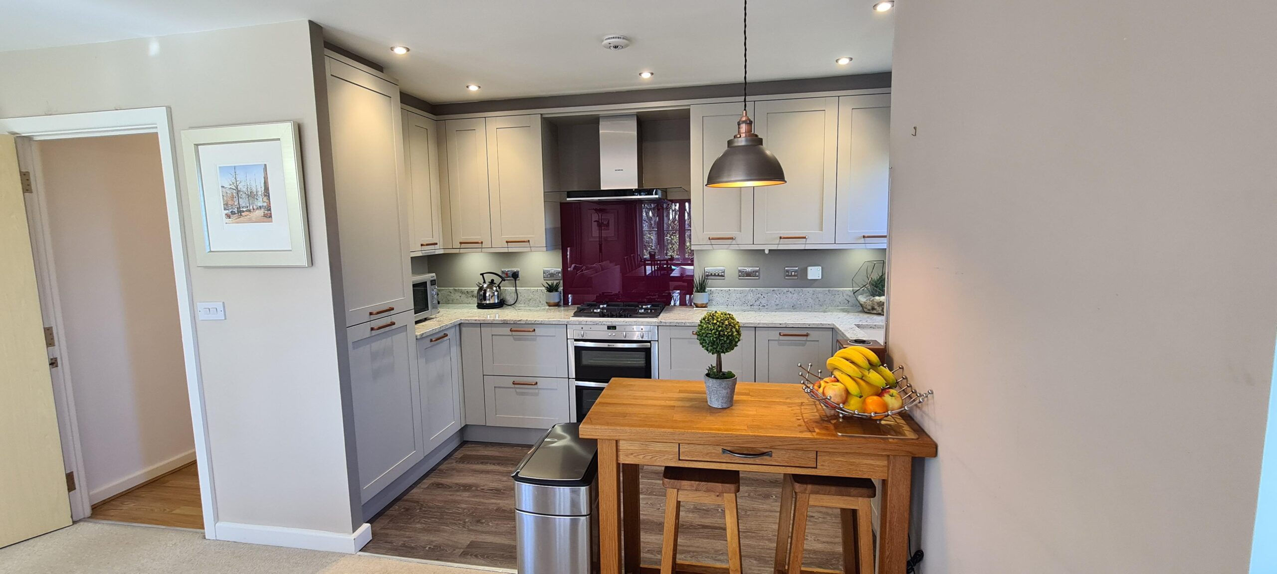 Image of a classic kitchen design that maximises the available kitchen space.